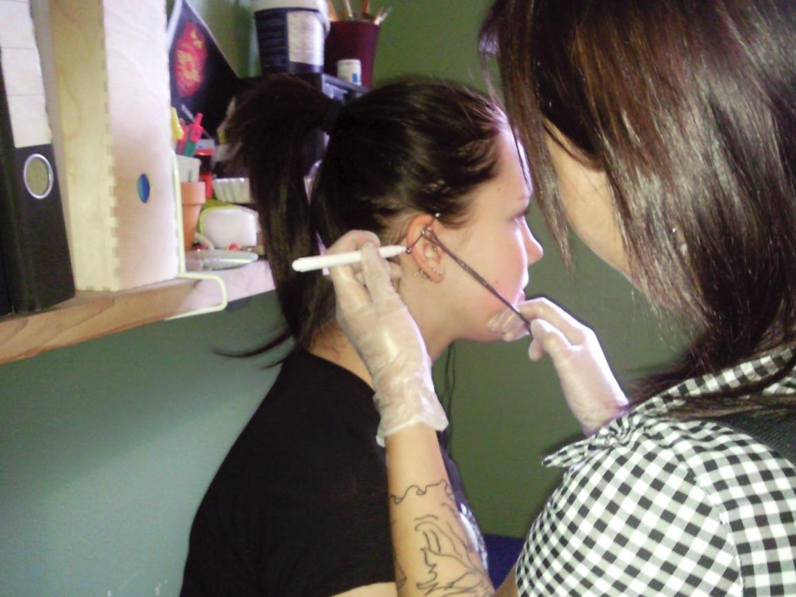 Piercing eller tatuering kan kosta dig jobbet