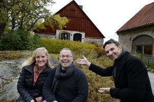 """I realityprogrammet """"Allt för Sverige"""" tävlar deltagarna inte om prispengar utan om att helt enkelt få träffa sin svenska släkt. """"Det finns inget utröstningsmoment så gemenskapen spelar en viktig roll"""", säger programledaren Anders Lundin där bland andra Anna Brita Mohr och Vernon Neil Ferguson tävlar om att få träffa sin släkt i Sverige."""