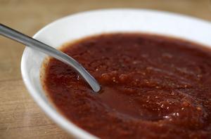 I Martin Nordins bok hittar du massor av coola tillbehör till hamburgare, som till exempel hemgjord ketchup.
