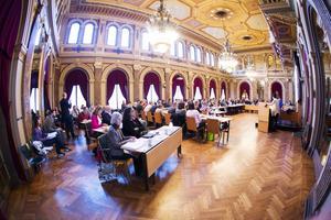De rödgrönas budgetförslag vann när Gävles kommunfullmäktige på måndagen röstade om budget för 2016 och utblick fram till 2019.