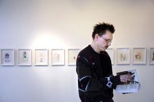 John Rasimus är förutom aktuell med ett boksläpp, delaktig i flera utställningar. Just nu kan man se hans verk på Galleri Lindqvist i Skåne, i Kenne, New Hampshire USA och i en samlingsutställning i Södertälje Konsthall.