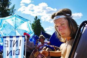 """Mikael Lantz har bilat ner från Östersund för att se Turbonegro och Ratatat. På dagarna när inga band spelar, spenderas den mesta tiden på campingen. """"Det är gött att vara här, men mer än en vecka pallar man nog inte. Det blir lite för mycket. Jag saknar att vara ren och äta riktig mat."""""""