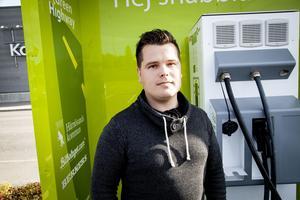 Med nya 30 laddstolpar för elbilar blir Härnösand det laddtätast i Sverige i förhållande till vår folkmängd, säger Daniel Johannsson.