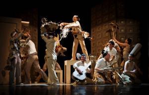 Materia som koreografen förhåller sig till: dansare.Foto: Håkan Larsson