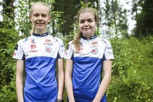 Hanna Kjellin och Emelie Jonasson, klubbkamrater i Forsa OK och till hösten elever på Sundsvalls nya orienteringsgymnasium.