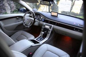 Ska Volvo hänga med i premiumligan gäller det att ge ägaren den rätta kvalitetskänslan bakom ratten. Det har man lyckats bra med. Men samtidigt har konkurrenterna i den här divisionen också flyttat fram positionerna.