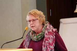 Ewa Lindstrand (S) tycker inte det är nödvändigt att Timrå går med i Nya Ostkustbanan AB.