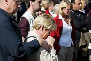 Foto: LASSE HALVARSSONEn minuts eftertanke. Sandviken sörjde sin utrikesminister i går.