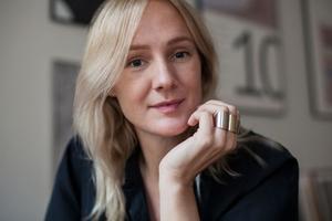 Lina Thomsgård vill skriva om världshistorien. Nu ger hon sig på att skriva en korrigering av världshistorien – En annan historia .