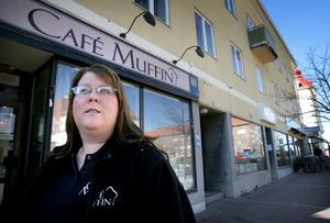 Tre till salu. Café Muffin är till salu, liksom grekrestaurangen Akropolis som bara ligger en butik bort, och den spanska restaurangen La Bodega, på andra sidan kvarteret. Erika Andersson som startade Muffin tillsammans med kollegan Karolina Baena för ett år sedan har tröttnat. – Det har inte gått så bra som vi ville, konstaterar Andersson.