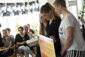 Emma Bergström, Hanna Eriksson och Maria Rönngren prisades för sitt UF-företag Snack'n'Treat.