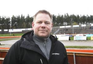 Bosse Karlsson har ansvaret så att allting blir klart i tid under lördagens GP-tävling.
