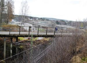 Under tre sommarmånader kommer Bergeforsborna att vara utan gång- och cykelbron över järnvägen vilket innebär omvägar.