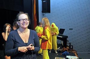 . Musikläraren Kerstin Limér har i elva års tid anordnat Centralskolans show. Han säger att ungdomarna lär för livet genom att stå på scenen.
