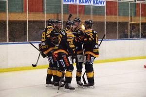 Skellefteå firar efter Melker Karlssons 1–0-mål.