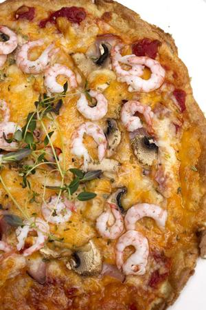 Det svåraste är att ersätta bröd, enligt kocken Carl-Johan Lutteman. I pizzadegen har han bytt ut vetemjöl mot mandelmjöl.