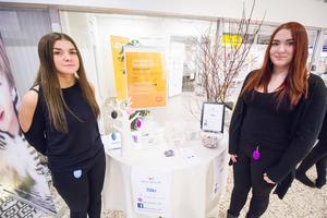 Never Alone UF består av Linnea Malmquist och Michelle Axelsson som valt att sälja överfallslarm.