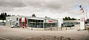 ILLA UTE. Din Motor, som driver märkesverkstad för Toyota samt för FIAT/Alfa Romeo,  i Hemlingby är i ekonomiskt obestånd och jagar nya ägare för att undvika konkurs.