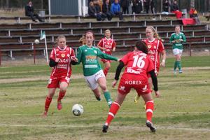 Snabba Angelica Häreby försöker driva sig igenom Gustafsförsvaret.