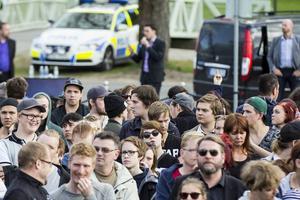 Nyligen i Hälsingland vände flera hundra partiledaren ryggen, konstaterar debattörerna.