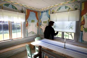 Nu kommer hälsingegårdarnas dekorering att undersökas av Göteborgs universitet under fyra år. Bilden är från Kristoffers i Järvsö.