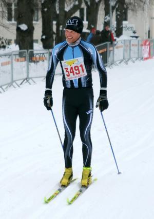 Mountainbikecyklisten Mattias Nilsson sadlade om och testade lyckan i skidspåret. Det gick vägen - han vann Engelbrektshalvan.