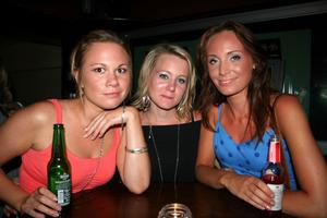 Blue Moon Bar. Maria, Sara och Louise
