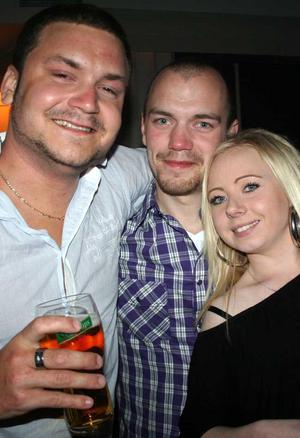 Blue Moon Bar. Jocke, Lasse och Jennie