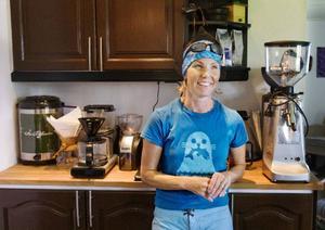 """""""Trenden går mot att man vill ha koll på var kaffet kommer ifrån och att man vill ha en bra råvara"""", säger Eva Gefvert Nordell som driver Åre Kafferosteri."""