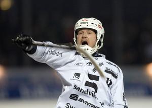 Magnus Muhrén har jublat klart i Sandvikens tröja. Det är klart. Nu dementerar också Muhrén rykten om spel i både Bollnäs och Edsbyn kommande säsong.