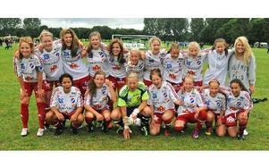 KIK-SEGRARE I. Kvarnsvedens tjejer som vann F15-klassen.Foto: SVEN-ERIK KARLSSON