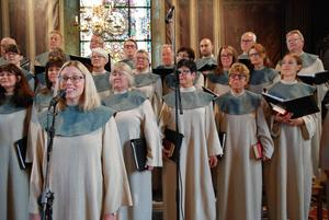 Flera av deltagarna i Jakobskören har sjungit med Rune Broberg i många år.