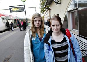 Lisa Wiklund, 14 år och  Viktoria Berg, 14 år hade åkt från Hudiksvall.– Vi ska hälsa på min pappa som bor här i Gävle, berättade Lisa.