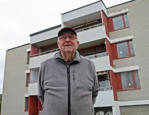 Lennart Hellström och hustrun Anita flyttar om deras hyreshöjning blir mer än 1 500 kronor som fastighetsägaren begärt.