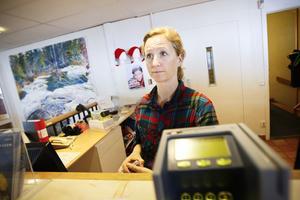 Personalen är med. Ann Augustsson i Järvsöbacken har tre kolleger som varit med i Körslaget. Järvsöbacken har stor nytta av att få visa upp sig på bästa sändningstid i tv.