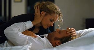 Nina Hoss spelar läkaren Barbara som förbereder sig för att fly till sin kille från sin övervakade tillvaro i Östtyskland.