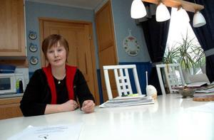"""Jämtlands län har en god representation av småbarnsföräldrar inom politiken. Susanne Hansson (S), Strömsund,  är både småbarnsförälder och fritidspolitiker. Och med ett heltidsjobb som projektledare inom kommunen och två barn mellan 1–3 år hemma, blir det ibland svårt att hinna med allt. """"Man får prioritera, pussla och ta hjälp  av föräldrar och svärföräldrar och så får man hitta en balans – för det är viktigt att alla kan vara med inom politiken"""", säger hon.    Foto: Jonas Ottosson"""