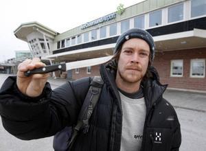 Inte bara i säkerhetskontrollen på Östersund-Åre flygplats missade Andreas Persson kvarglömda köttkniv i handbagaget – även personalen på Arlanda missade den 22 centimeter långa kniven.