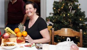 VÄLKOMNA! Hoforskrögaren Ingela Sigvardsson bjuder in till julbord på idylliska Wirenska gården i Böle industriområde.
