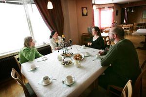 Immigranterna samlade. Från vänster Mathilde Oosterhoff, Daisy Marti, Mieke Heernchaert, med dottern Sterre och Peter Marti.