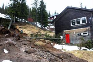 Bilden är från i mars 2012, då jordmassor rasade mot ett hus i Åre.