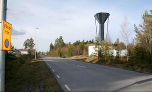 Ett 40 meter högt vattentorn planeras i Torvalla. Här ett fotomontage med vy längs Basvägen framför infarten till Stöttingvägen.