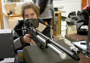 Målinriktad. Ida Hedberg, Hällefors skytteförening, var den enda som sköt fullt i Skyttiaden. Hon vann därmed sin klass L13.