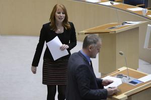 Centerpartiets Annie Lööf och Vänsterpartiets Jonas Sjöstedt har mötts många gånger i debatt ute i landet, inte bara i Riksdagen. På onsdagen debatterar duon på högskolan i Falun.