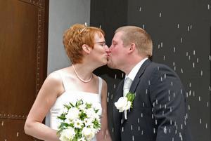 När Maria och Mikael gifte sig i Mo kyrka utanför Söderhamn i juli 2008 tog de namnet Lugnö efter släktgården där Maria vuxit upp.