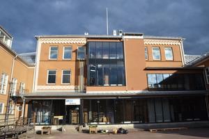 Här i gamla Wallinskolan ligger Valley Sound Studio. Till hösten flyttar också musikgymnasiet Rytmus in i lokalerna som de senaste åren används av Brunnsviks Folkhögskola.