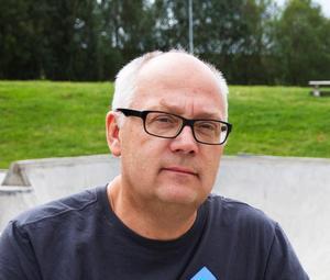 Bildningsnämndens ordförande Mikael Westberg (s) berättar att man satsat fem miljoner kronor på förskolan Violen.