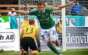 DRÖMSTARTADE. Niklas Forslund jublar efter att ha gjort 1–0 efter sex minuter. En halvtimme senare kom smällen som tvingade honom att bryta matchen.Foto: STAFFAN BJÖRKLUND