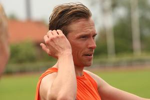 Johan Olsson drar på i löptestet tillsammans med Mittuniversitetets skidstudenter. Han fick ett prima formbesked men det bästa: Äntligen pallar kroppen för löpträning igen.