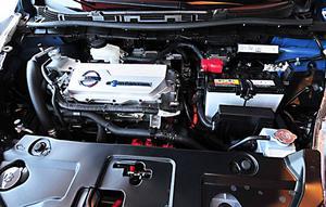 Elmotorn driver framhjulen och har en effekt på 104 hk. Det ger hyfsade fartresurser.